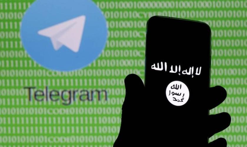 Com funcionamento semelhante ao Whatsapp, o aplicativo russo Telegram foi uma alternativa encontrada pelo grupo para divulgar sua propaganda após várias de suas contas terem sido deletadas das redes sociais, como o Twitter. (Foto: Extra.Globo)