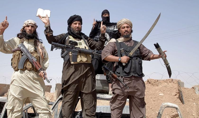 Atualmente, o Estado Islâmico é um dos grupos que mais têm aterrorizado cristãos no Oriente Médio. Seus crimes de guerra já foram reconhecidos como genocídio. (Foto: Newscom)