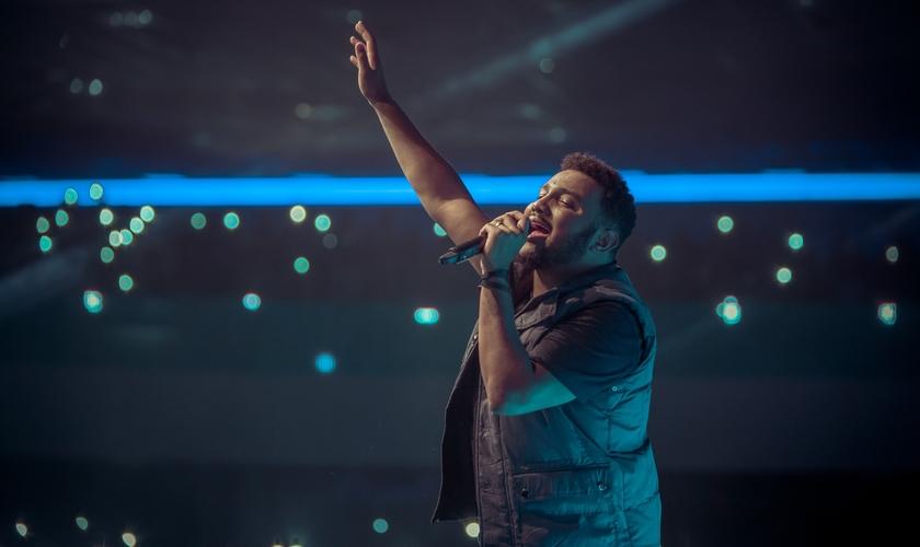O cantor fez um comentário sobre a canção, afirmando que apesar de ter composto há muito tempo, ele resolveu guardar para seu DVD. (Foto: Divulgação).