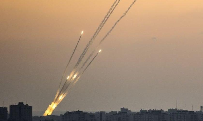 Foguetes disparados a partir de Gaza contra Israel, em julho de 2014. (Foto: Jack Guez/AFP)