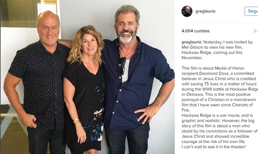 Da esquerda para a direita: Pastor Greg Laurie, sua esposa Cathe e Mel Gibson. (Imagem: Instagram)