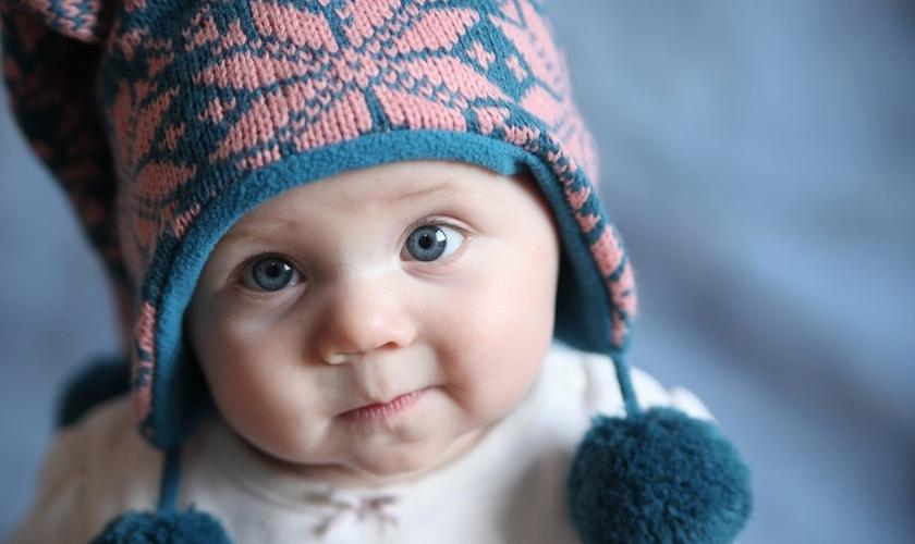 Veja os principais cuidados que os pais devem ter com os recém-nascidos em dias frios. (Foto: Reprodução)