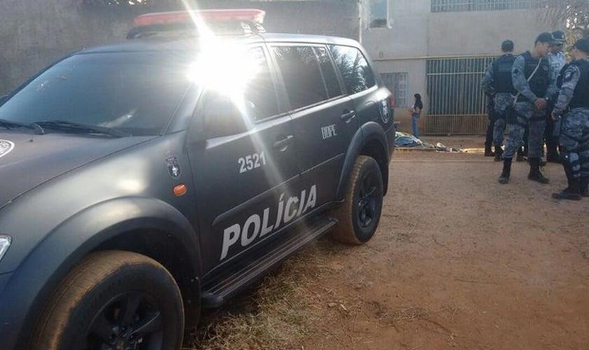Policiais do Bope fazem busca na casa de suspeito de planejamento terrorista, em São Sebastião. (Foto: Polícia Militar/Divulgação)