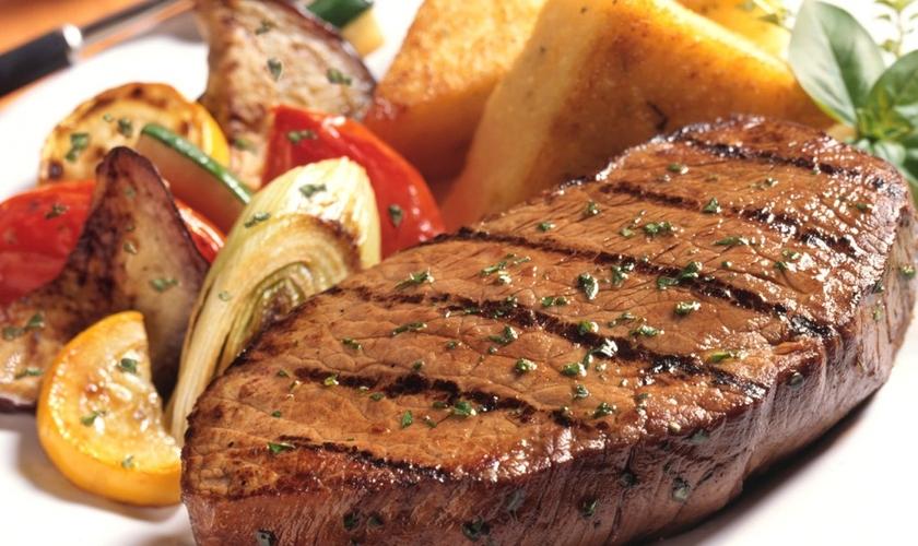 Comendo carne vermelha de forma equilibrada, você vai ter a sensação de saciedade por mais tempo. (Foto: Reprodução)