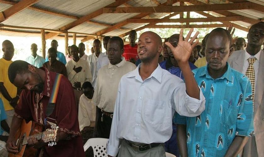 A população do Sudão é formada por mais de 97% de muçulmanos, e o código penal do país restringe a liberdade religiosa para todos os cidadãos. (Foto: Reprodução).