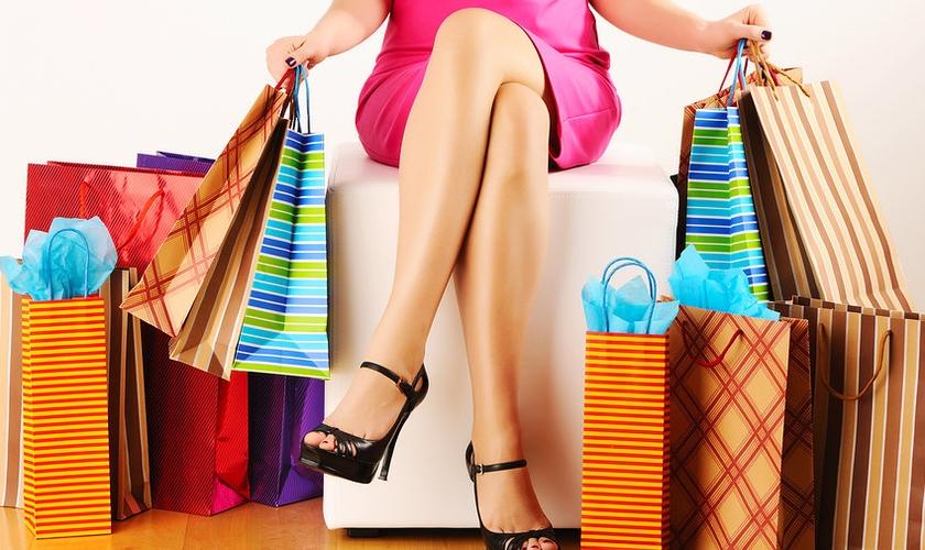 Enquanto os homens usam menos de R$ 350, a maioria das mulheres desembolsa, em média, R$ 1.480. (Foto: Reprodução)