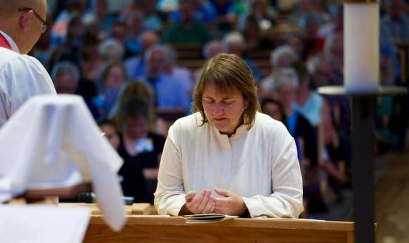 Rev. Karen Oliveto tem 58 anos e foi nomeada bispa da Igreja Metodista Unida, nos EUA. (Foto: UMC)