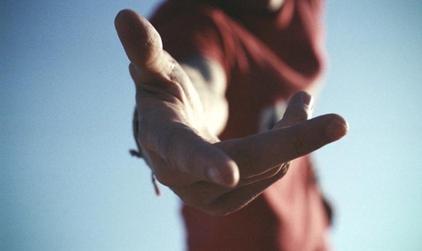 Estender a mão. (Foto: Diarios)