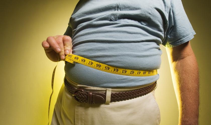 O risco de morte em homens de até 70 anos é 29,5% maior nos moderadamente obesos. (Foto: Reprodução)