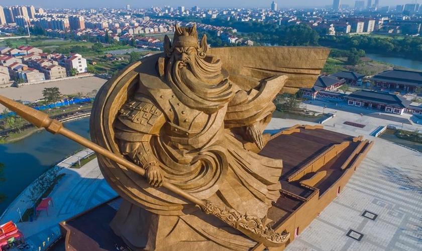 """Estátua do general """"Guan Yu"""", na cidade """"Guan Yu"""" na cidade de Jingzhou na China. (Foto: Facebook)"""