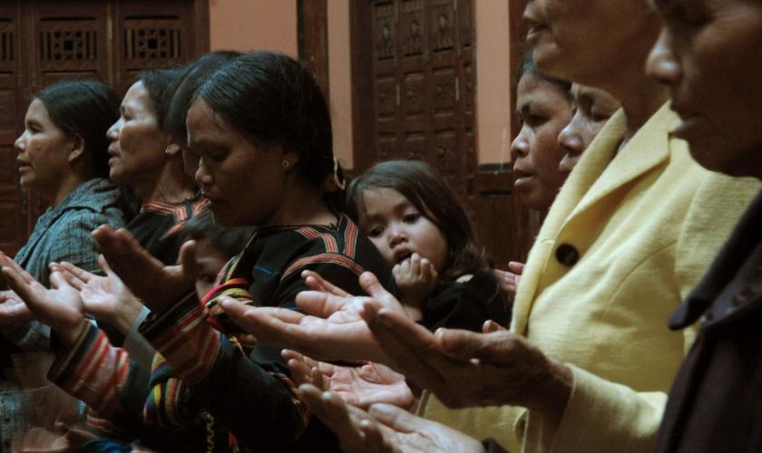Cristãos se reúnem em culto no Vietnã. (Foto: Associated Press)