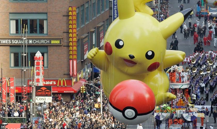 Boneco inflável gigante do personagem picachu. (Foto: Qz)