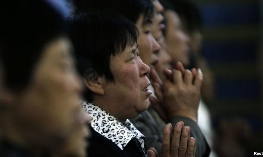 Oficiais reforçaram que os pais que forem contra a direção do governo poderão afetar o futuro de seus filhos. (Foto: Reuters)