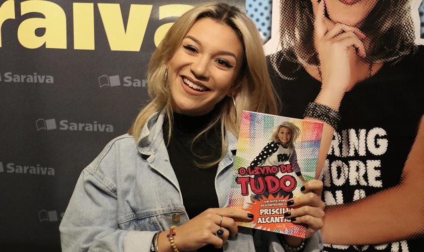 """Priscilla Alcantara durante o pré-lançamento de """"O Livro de Tudo"""", em São Paulo. (Foto: Guiame/Marcos Paulo Correa)"""