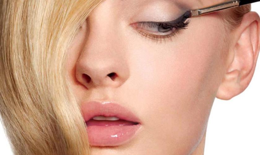 Os erros de beleza não influenciam apenas na estética do make, mas podem comprometer sua saúde. (Foto: Divulgação)