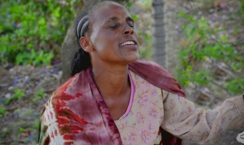 A Missão Portas Abertas amparou Sintayehu e atualmente, ela afirma ter a convicção de que Deus transforma a tristeza em alegria. (Foto: Reprodução).