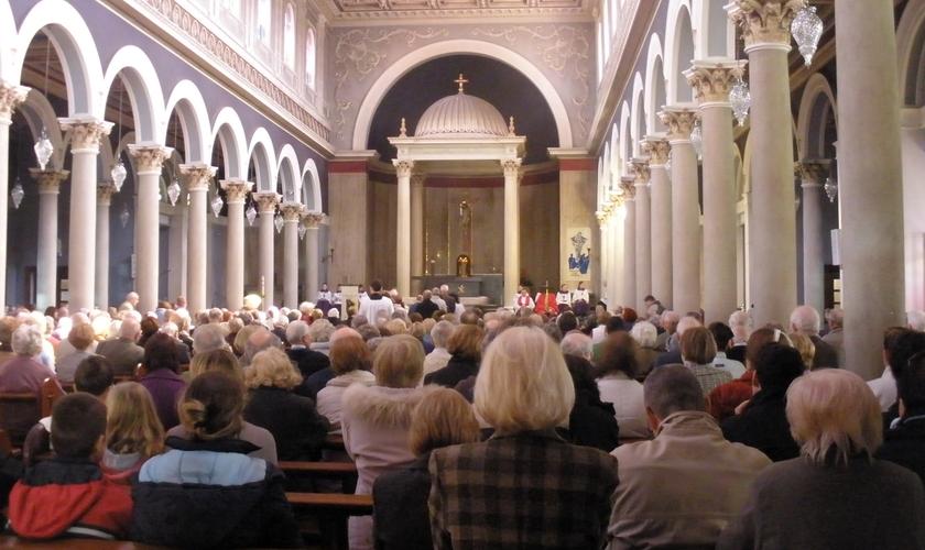 Fundamentalistas e islamistas tem ameaçado os novos cristãos, de acordo com o Portas Abertas. (Foto: Reprodução).