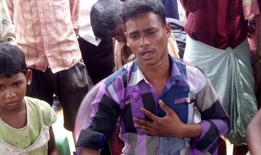 Donh precisou fugir com sua esposam, mas ele decidiu compartilhar o evangelho com seus parentes e amigos. (Foto: Reprodução).