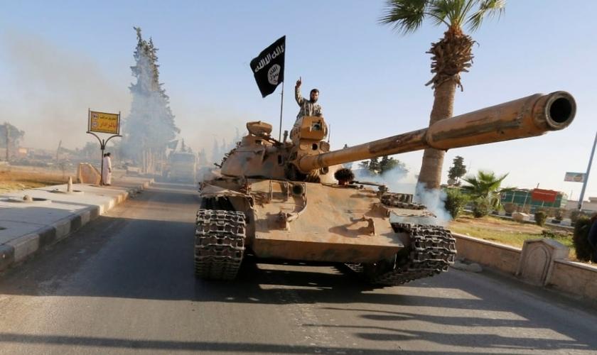 Estado Islâmico participa de 'desfile' militar no Iraque. (Foto: Reuters)