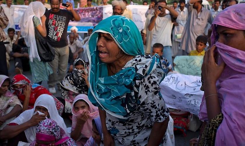 Os líderes religiosos acreditam que Asma se converteu ao Islã e, em seguida, se re-converteu de volta ao cristianismo. (Foto: AFP).