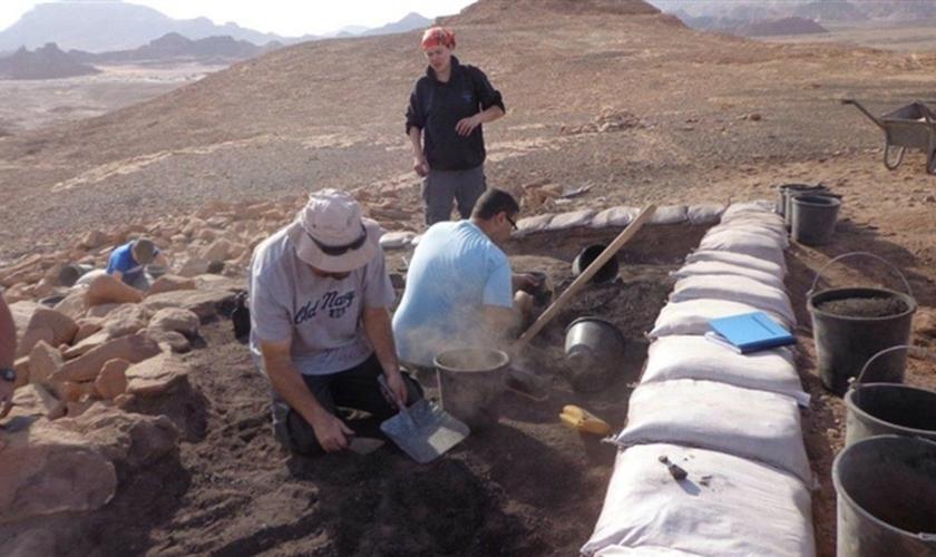 Muitos cientistas negam que a enchente que enterrou os ossos das crianças foi parte do dilúvio bíblico. (Foto: Reprodução).