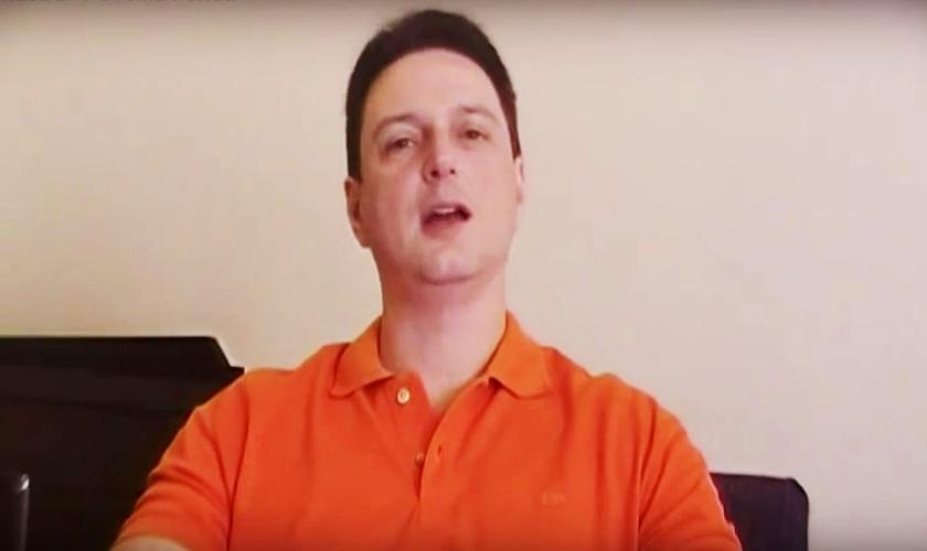 """Daniel Mastral é escritor, palestrante e autor da série literária de sucesso """"Filho do Fogo"""". (Imagem: Youtube)"""