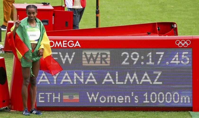 Almaz Ayana, da Etiópia, venceu os 10.000m e bateu o recorde mundial. (Foto: Reuters)