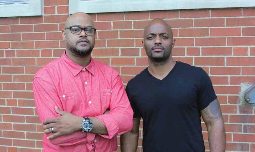 Os pastores Kenny Petty (esquerda) e Kyle Hubbard (direita) juntos lideram a The Gate Church. (Foto: The Gate Church).