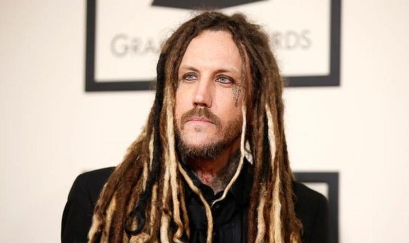 """Brian """"Head"""" Welch é guitarrista da banda Korn e tem aproveitado a oportunidade de compartilhar seu testemunho impactante, dentro e fora das igrejas. (Foto: Reuters)"""