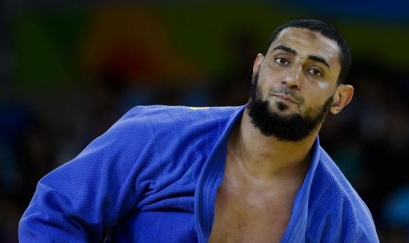 Islam El Shehaby se recusou a cumprimentar seu oponente israelense e foi enviado de volta para o Egito por sua própria delegação. (Foto: SMH)