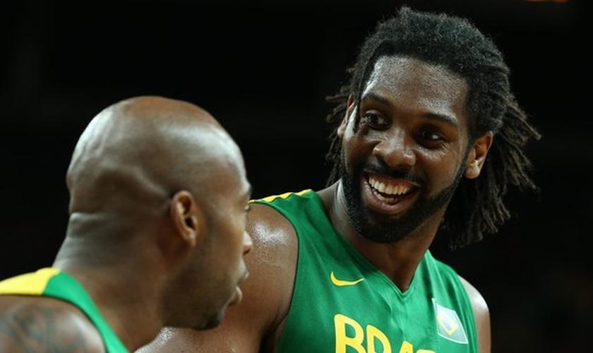 Nenê Hilario é atleta e integra a Seleção Brasileira de Basquete Masculino. (Foto: Aposta 10)