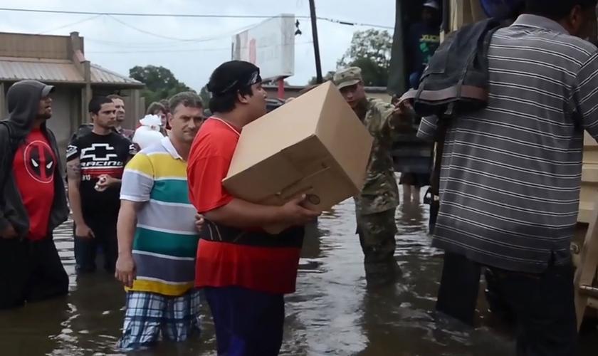 As chuvas começaram a bombardear a parte sul de Louisiana na última quinta-feira (11). (Foto: AFP).