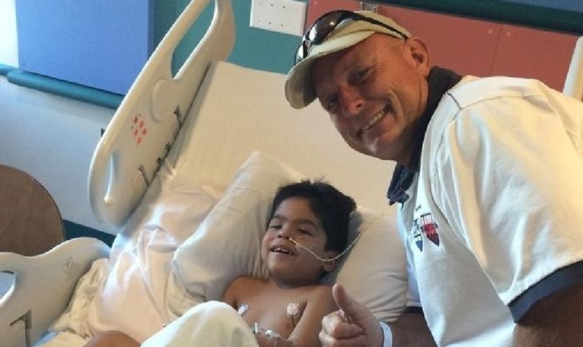Curtis Shurtliff fez uma visita ao garoto por quem ele orou para ressuscitar. (Foto: kmph)
