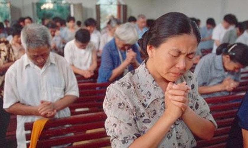As igrejas já estão sendo monitoradas por policiais locais e elas precisam seguir regras rigorosas. (Foto: AFP).
