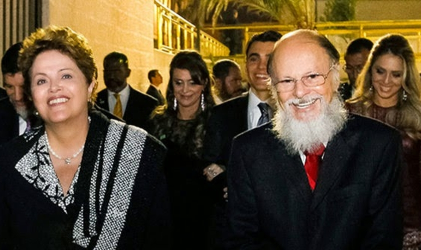 Dilma Rousseff contou com o apoio da Igreja Universal do Reino de Deus em sua última campanha eleitoral. (Foto: Correio do Vale)