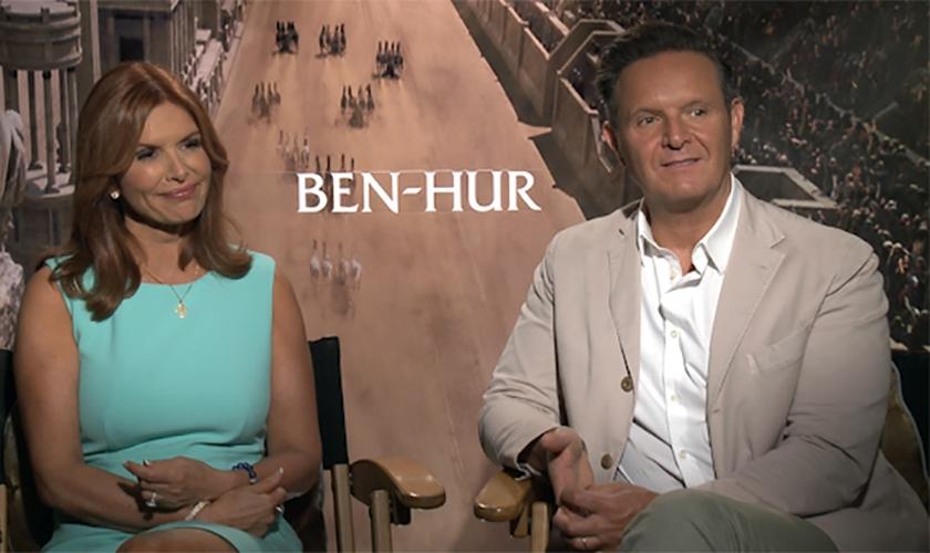 Roma Downey (esquerda) e Mark Burnet são casados e trabalham como produtores de filmes cristãos. (Foto: Gospel Herald)