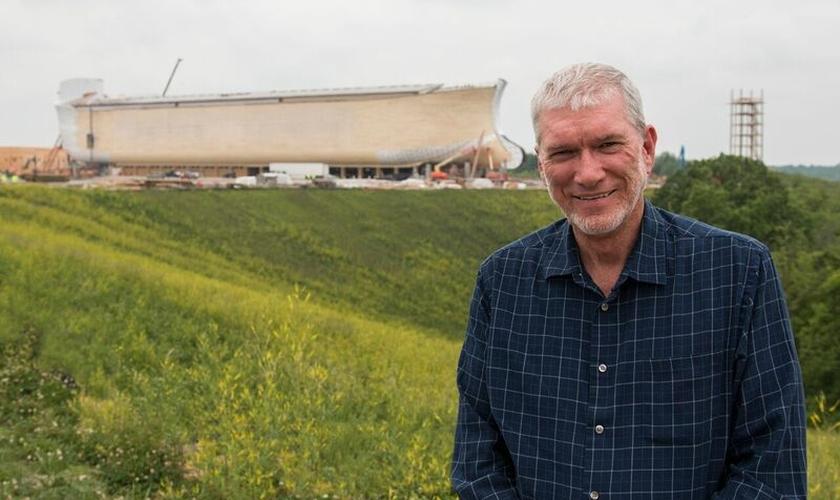 """Ken Ham é um cientista cristão e inaugurou recentemente, o parque temático """"Encontro da Arca"""", nos EUA. (Foto: Forbes)"""
