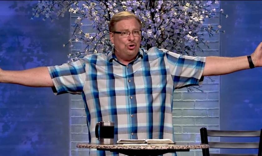 """Pastor Rick Warren é líder da Igreja Saddleback e autor do livro """"Uma Vida com Propósitos"""". (Imagem: Youtube)"""
