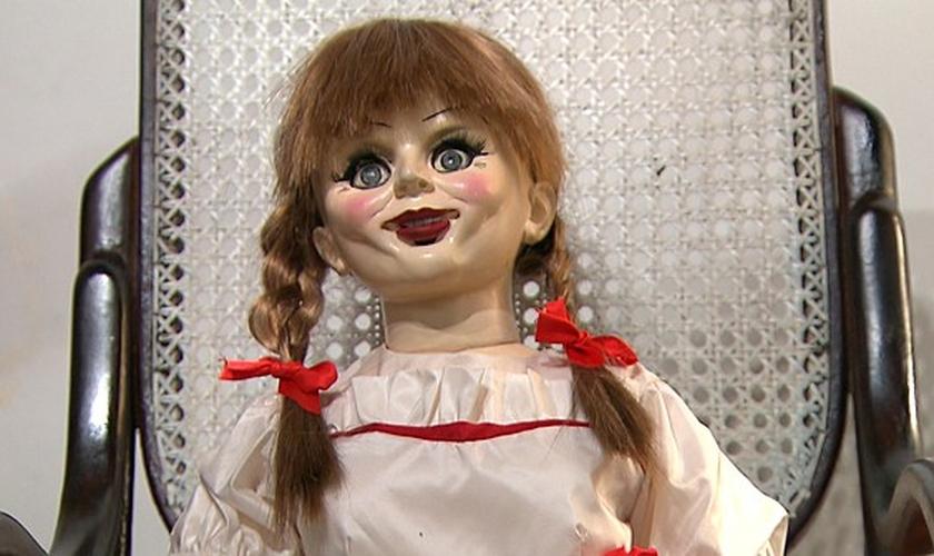 A boneca Anabelle é um dos exemplos de objetos que carregam consigo, lendas que envolvem demônios e misticismos. (Foto: SBT)