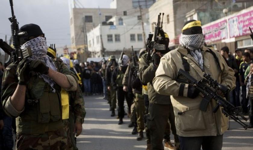 Homens armados do Fatah. (Foto: Times of Israel)