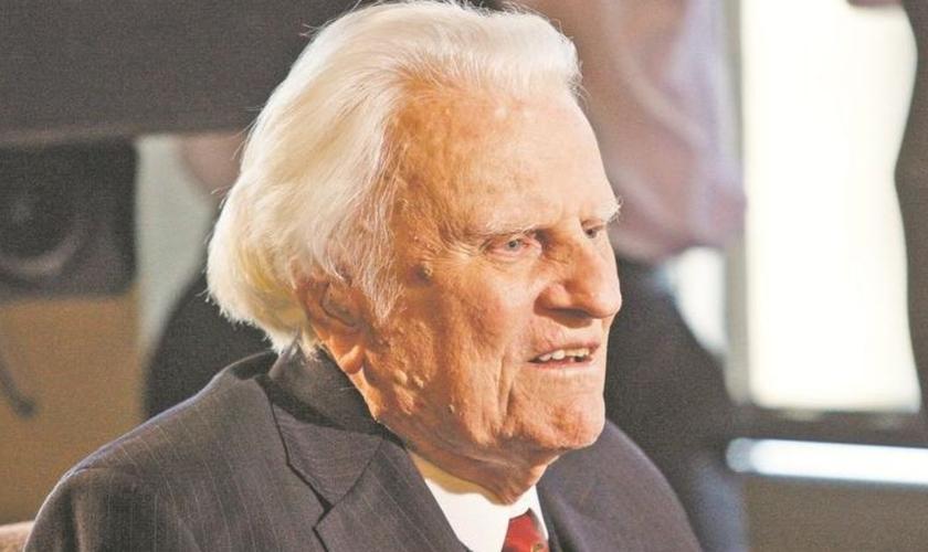 Billy Graham é um dos mais conhecidos evangelistas da atualidade. Aos 97 anos, o pastor continua escrevendo artigos e compartilhando do Evangelho com o apoio de sua equipe ministerial. (Foto: Citizen Times)