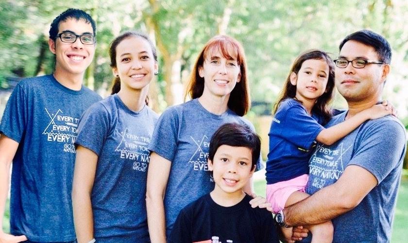 A missionária esteve nos EUA recentemente para ministrar em igrejas contando seu testemunho. (Foto: Reprodução / Família Anasco).