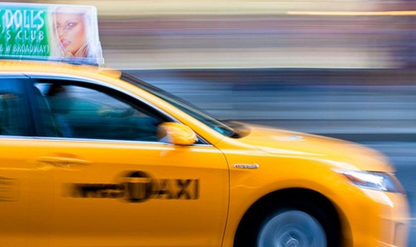 Sapru dirigiu seu táxi em alta velocidade e, perdendo o controle, colidiu com um caminhão. (Foto: Flickr/gomattolson)