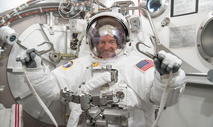Quando Jeff retornar à Terra, terá alcançado a marca de 534 dias navegando pelo cosmo. (Foto: NASA)