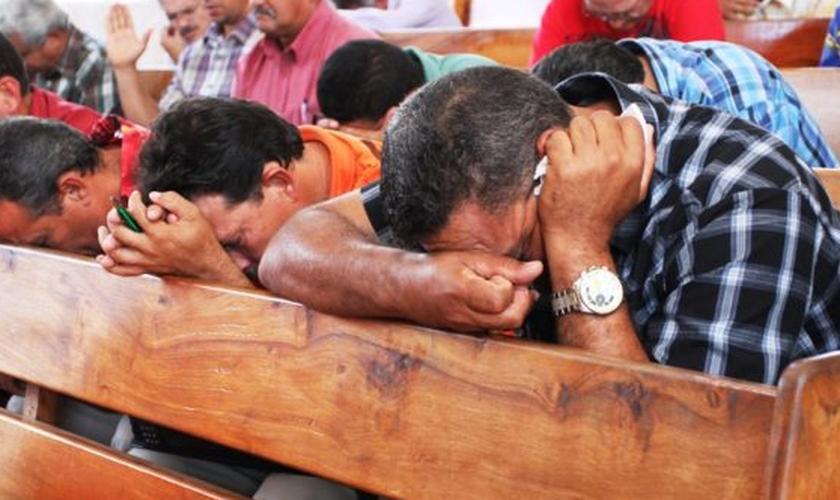 A comunidade evangélica livre realiza cultos para os iranianos e afegãos. (Foto: Reprodução).
