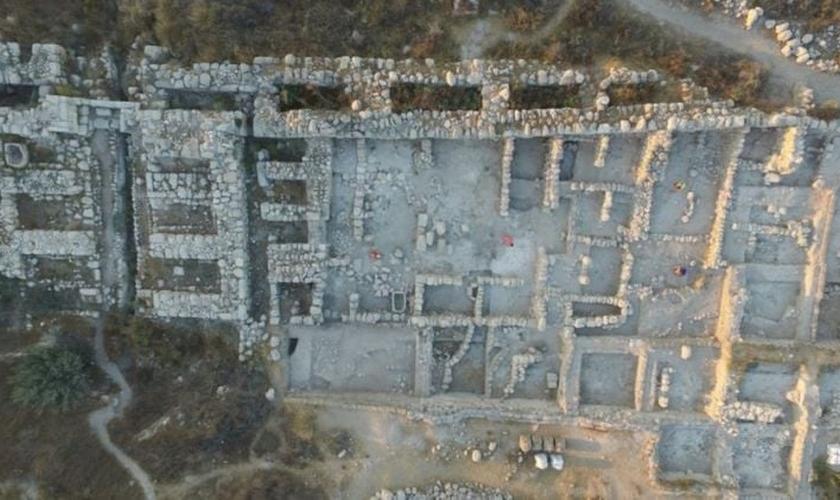 Os arqueólogos disseram que o complexo do palácio só poderia ter sido construído por um rei com recursos substanciais, como Salomão. (Foto: Reprodução).