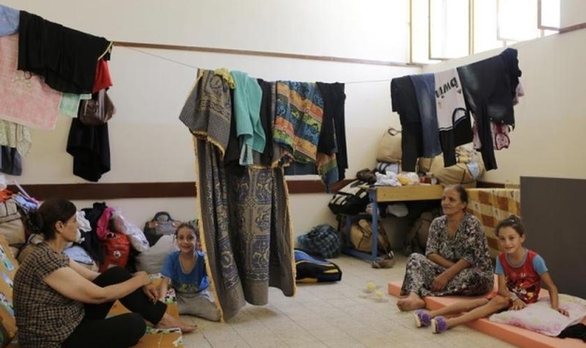 Na pequena tenda, o forte verão não os deixava dormir, pois era quente demais. (Foto: Reuters).