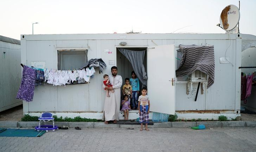 A vida nos campos de refugiados é difícil. Muitos estão em necessidade diária de alimentos. (Foto: Reuters).