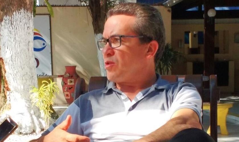 Pastor José Dilson durante entrevista exclusiva ao Guiame. (Foto: Fabio Deus / Guiame)