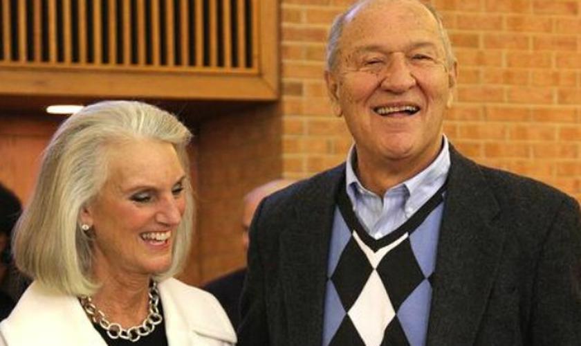 Anne Graham (esquerda) e marido, Danny Lotz (direita) foram casados por 49 anos, até que o marido faleceu, em agosto de 2015. (Foto: Durham Sun Herald)